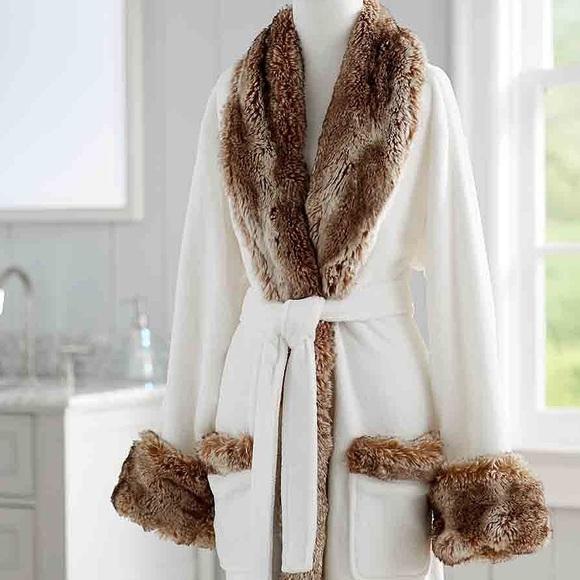 Pottery barn faux fur hooded robe. M 5b074bec05f43071318bdfdd c4c649e43